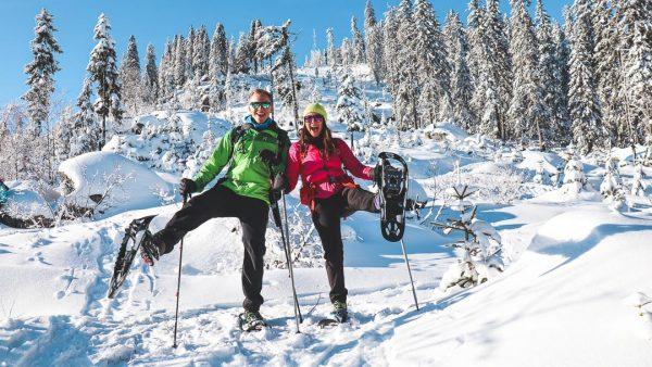 Schneeschuh wandern für Anfänger – Tipps zur Ausrüstung, Technik & Touren