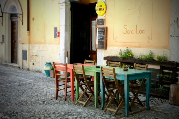 At the restaurant in Italy: How to choose the right one, how to behave and how to enjoy an evening